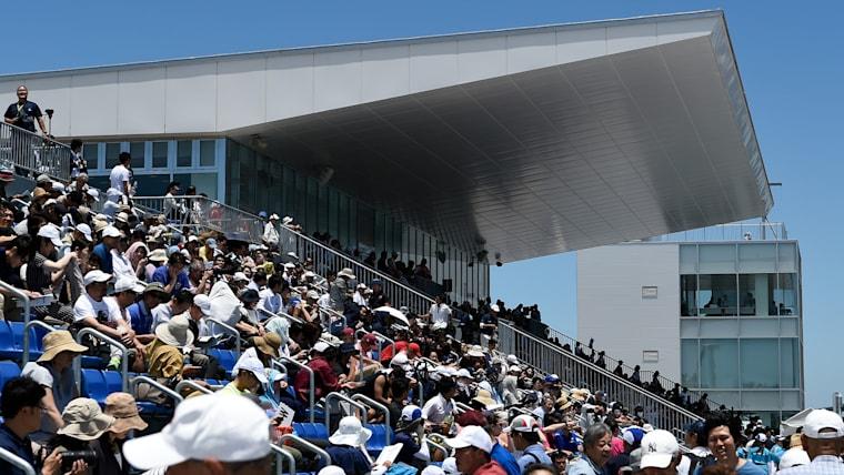 常設アリーナ席は2000人収容。大会時はコース横に沿って最大16000人収容の席が設置される