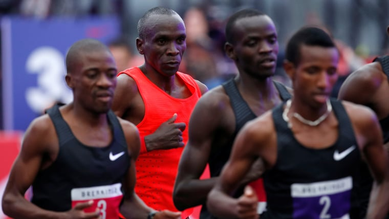 Eliud Kipchoge behind pacemakers during Breaking 2 at Monza