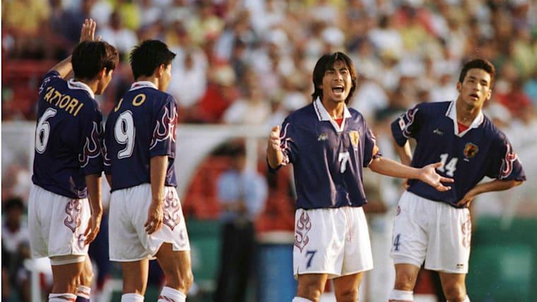 1996年アトランタ五輪以降は、「オーバーエイジ枠」が設けられたが、日本代表は中田英寿(右端)や前園真聖(右から2人目)など23歳以下のメンバーで戦った