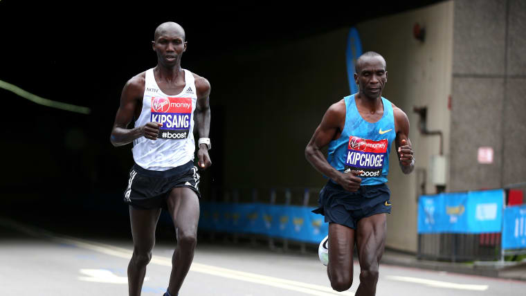 Wilson Kipsang runs with eventual winner Eliud Kipchoge during the 2015 London Marathon