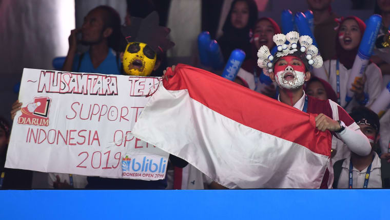 Indonesia loves badminton. Jonatan Christie and Anthony Ginting will have the support of a passionate crowd in Jakarta. Here are some fans singing on day one of the Indonesia Open at Istora Gelora Bung Karno on July 16, 2019 in Jakarta, Indonesia. (Photo by Robertus Pudyanto/Getty Images)