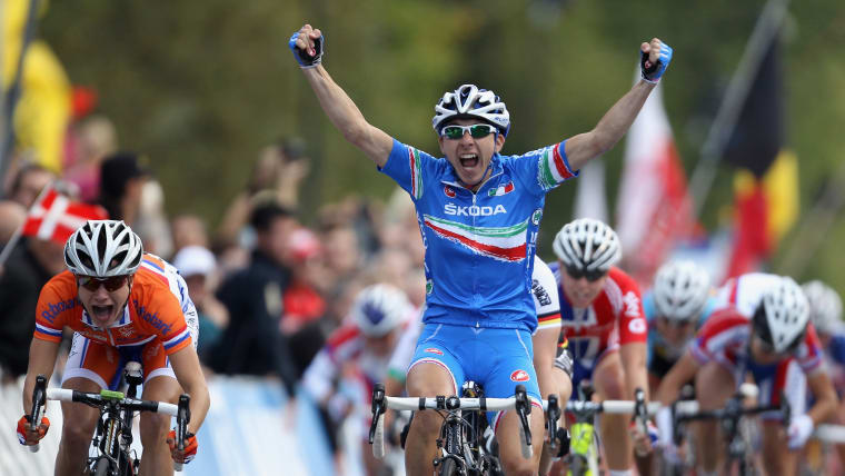 Giorgia Bronzini claims her second consecutive road race world title in Geelong, Australia in 2011