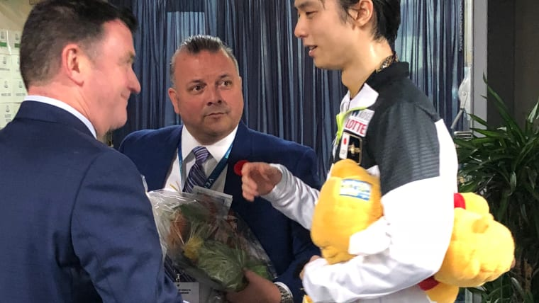 Yuzuru Hanyu speaks with coaches Brian Orser (L) and Ghislain Briand