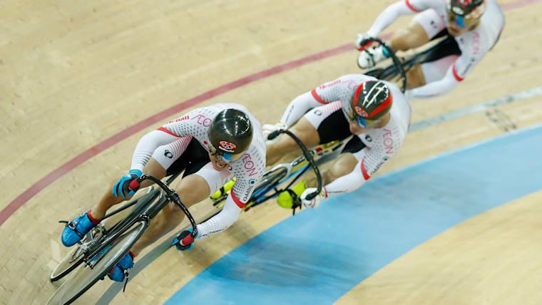 東京五輪でのケイリン金メダル獲得のため、自らトラックチームを設立。仲間とともに高みを目指している