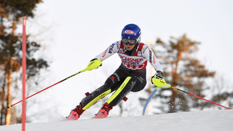 Mikaela Shiffrin on her way to victory in the ladies' slalom at Levi, Finland