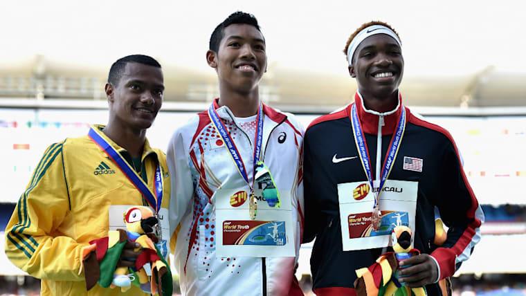 世界ユース陸上競技選手権大会では100メートルと200メートルの2冠を達成。200メートルではボルトの大会記録を更新した