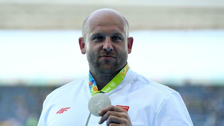 リオデジャネイロ五輪の円盤投げ銀メダリスト、ピオトル・マラチョフスキのように、メダルを売却したお金を社会貢献に使うアスリートも少なくない