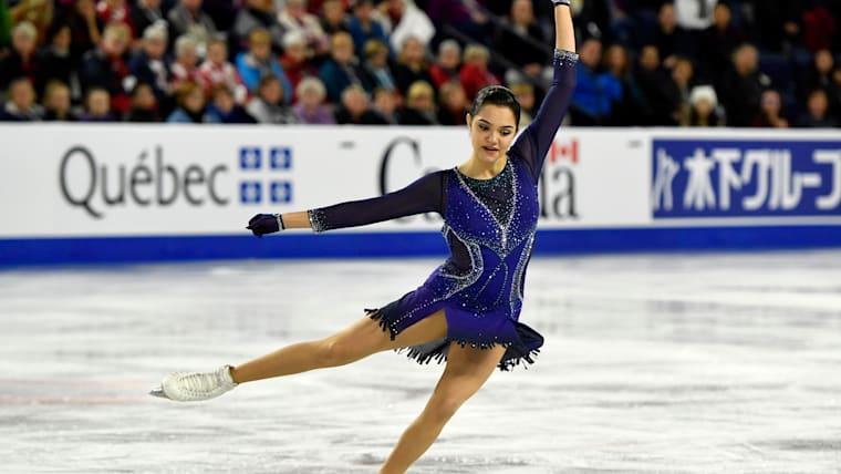 Evgenia Medvedeva during short program at Skate Canada. Credit: Eric Bolte - USA Today Sports.