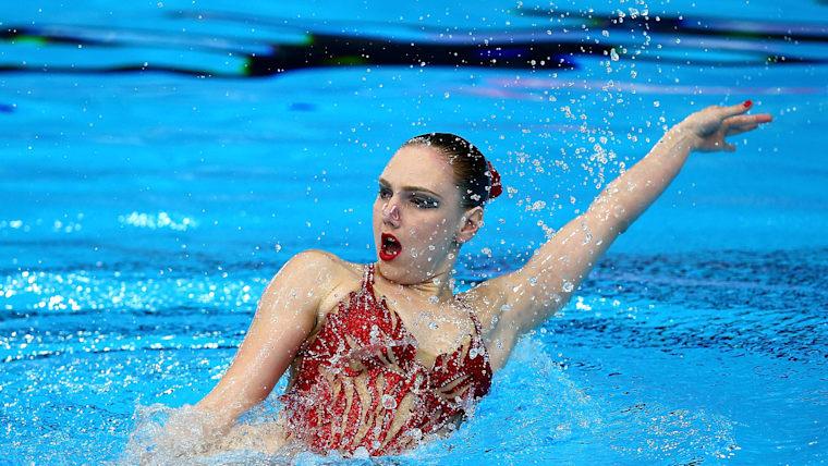 Svetlana Kolesnichenko competes at the 2018 European Aquatics Championships in Glasgow