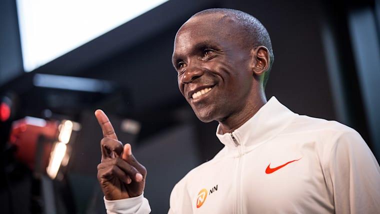 Eliud Kipchoge poses for photos ahead of the 2018 Berlin Marathon
