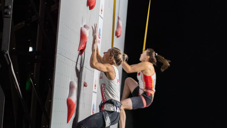 Aleksandra Miroslaw successfully defended her speed climbing World Championship title at IFSC Climbing World Championships in Hachioji on Saturday (17th August).Miroslaw won in 2018 under her maiden name Aleksandra Rudzinska and beat Di Niu of China. Image: IFSC/Eddie Fowke