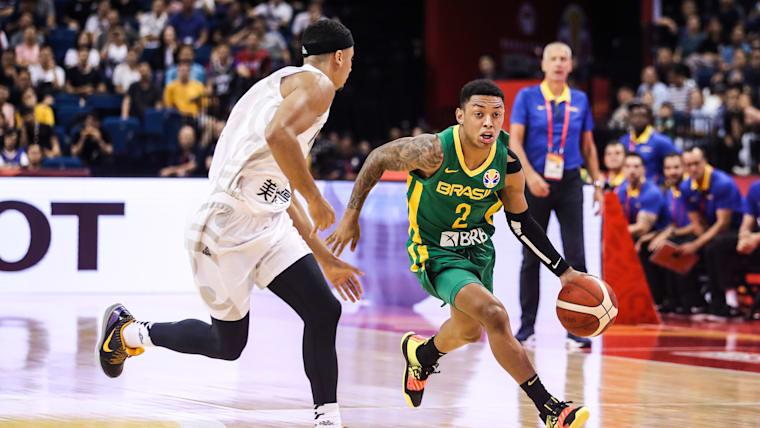 Yago Mateus dos Santos jogando pelo Brasil contra a Nova Zelândia na Copa do Mundo da FIBA, em Nanjing, no dia 1 de setembro de 2019