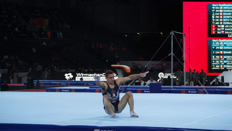 Sam Mikulak falls during his floor routine in qualification at the 2019 World Championships (Photo: Olympic Channel)