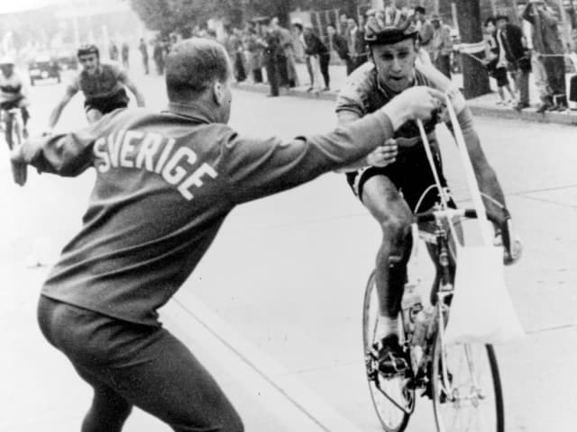 東京1964自転車ロードレース、大混戦のフィニッシュ