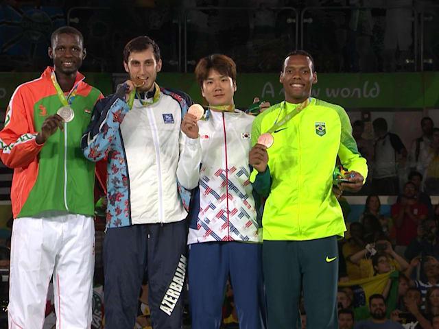 伊萨耶夫获男子80公斤级跆拳道金牌