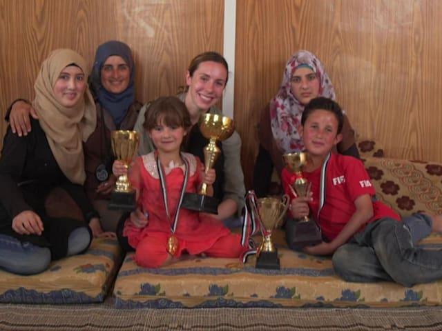 La atleta Samantha Murray visita el campo de refugiados Zaatari de Jordania