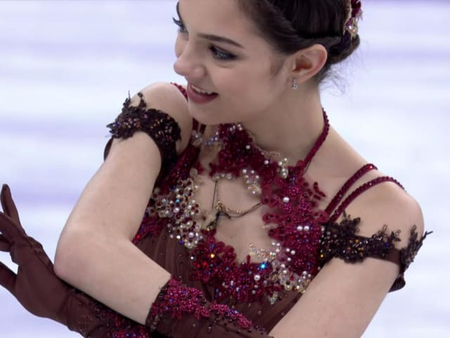 Evgenia Medvedeva leads after short program at Russian Cup