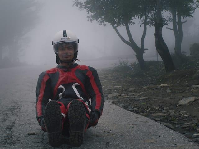 Rennrodel-Legende aus Indien trainiert auf den Autobahnen des Himalayas