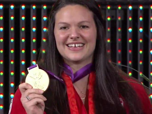 Reviva os melhores momentos da cerimônia especial para Christine Girard