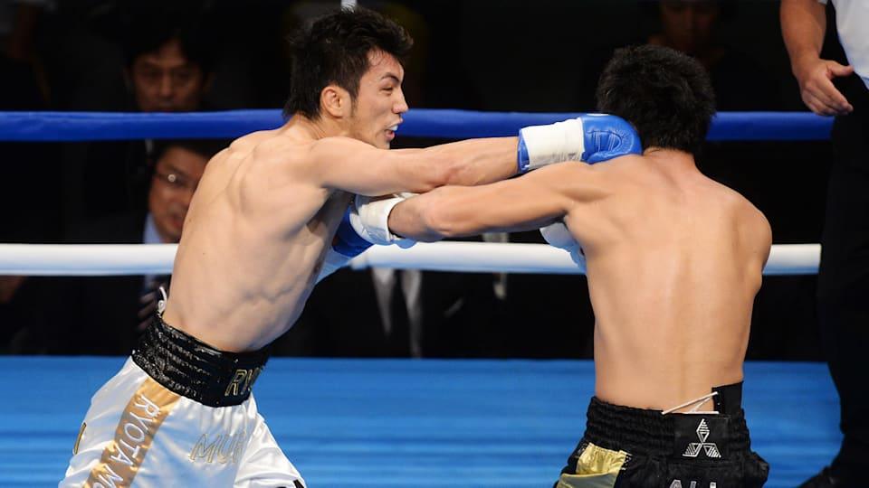プロデビュー戦でいきなり東洋太平洋ミドル級王者の柴田明雄にKO勝ち