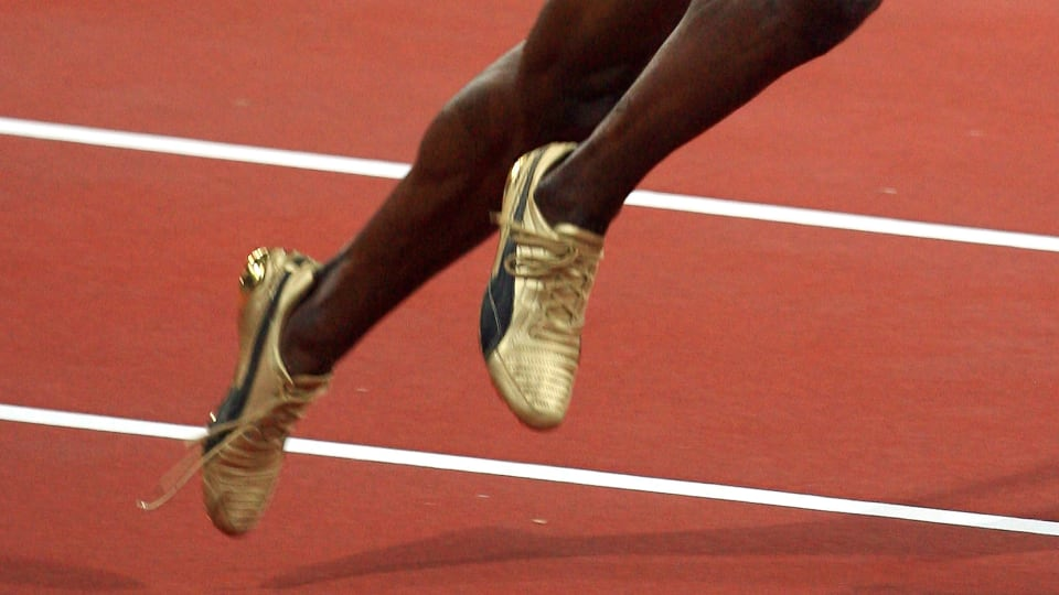 How much time did he lose? Usain Bolt broke the 100m world record in Beijing despite running with an untied shoelace