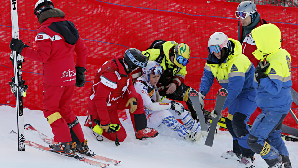 Lindsey Vonn receives attention after crashing in the World Championship Super-G